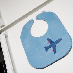 So smart! A bib that sticks to the fridge between meals! LOVE!